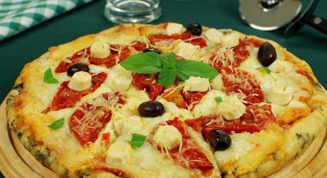 Guia da Cozinha - Pizza caseira vegetariana: opção ideal para se deliciar hoje