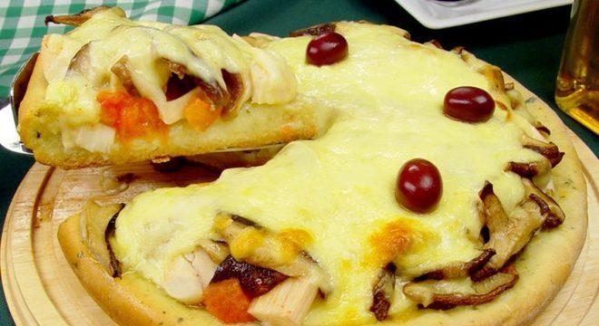 Guia da Cozinha - Pizza vegetariana com shitake fácil e irresistível