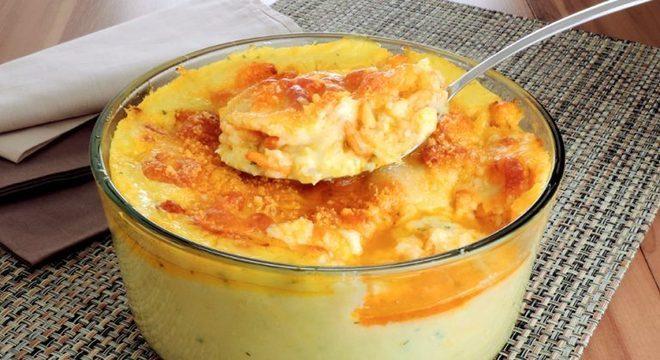 Guia da Cozinha - Polenta cremosa com milho e camarão: perfeita para qualquer refeição