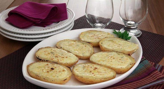 Guia da Cozinha - Receita de batata rústica recheada: pronta em 35 minutos