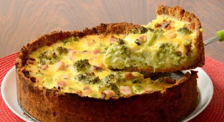 Guia da Cozinha - Receita de torta cremosa de brócolis e bacon