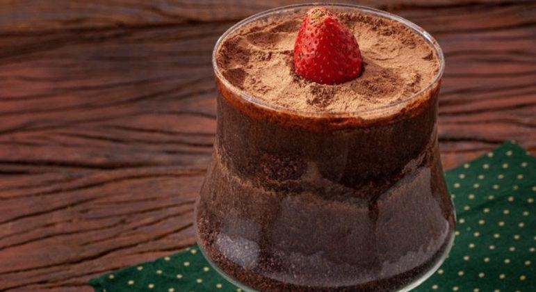 Guia da Cozinha - Receita de torta de chocolate na taça