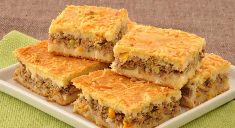 Guia da Cozinha - Receita de torta de mandioca com carne moída
