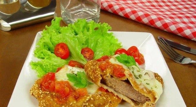 Guia da Cozinha - Receitas de bife à parmegiana que você precisa provar