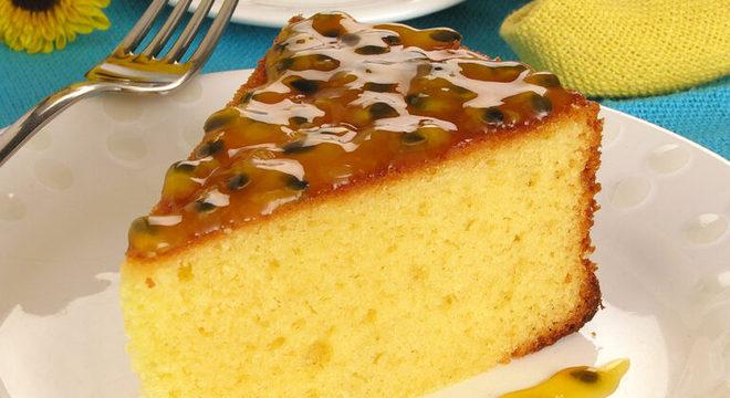 Guia da Cozinha - Receitas de bolos de maracujá que você precisa experimentar