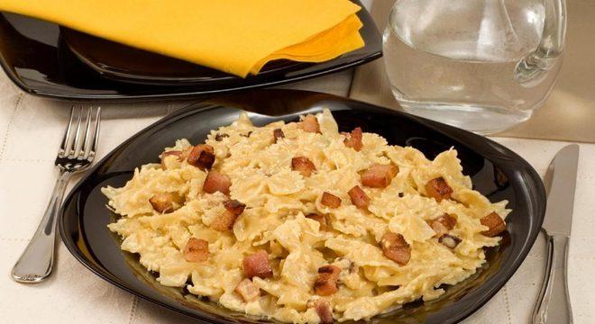Guia da Cozinha - Receitas de macarrão à carbonara para fazer em até 30 minutos