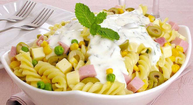 Guia da Cozinha - Receitas de salada de macarrão fáceis e saborosas