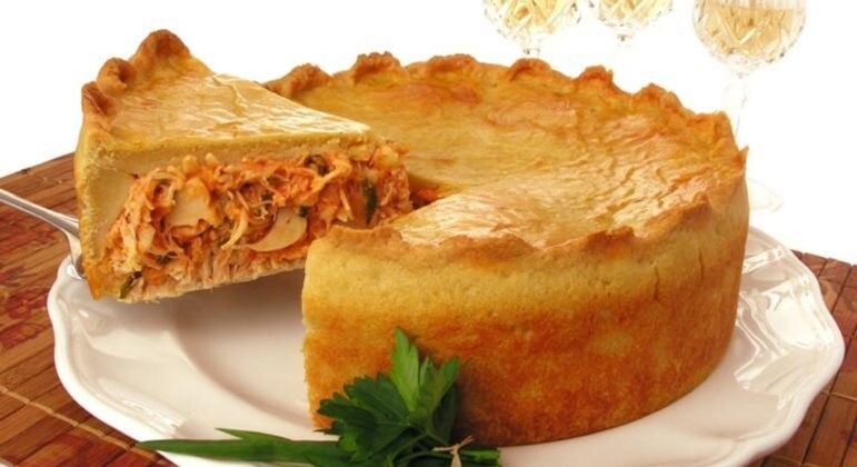Guia da Cozinha - Receitas de torta de frango para provar no final de semana