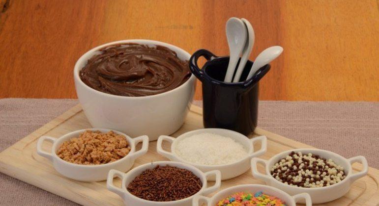 Guia da Cozinha - Receitas diferentes de brigadeiro de colher para adoçar o dia