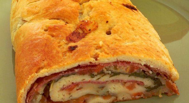 Guia da Cozinha - Rocambole italiano de salame: opção irresistível para o almoço