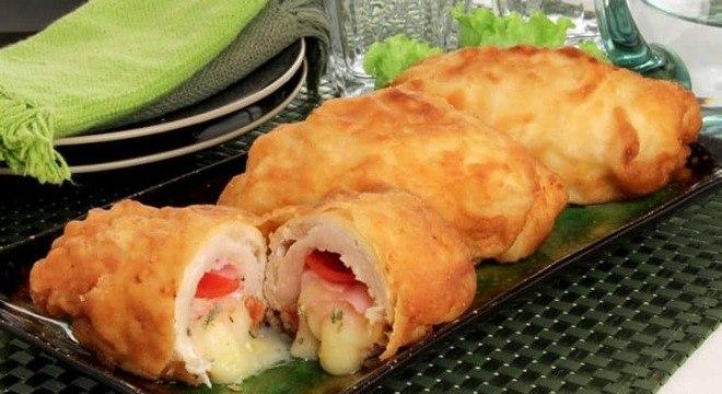 Guia da Cozinha - Rolê de frango empanado recheado com presunto e queijo