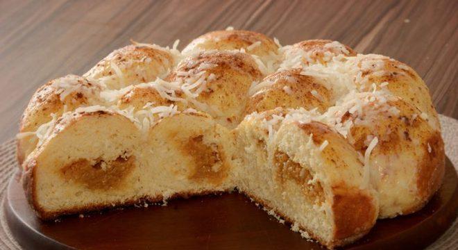 Guia da Cozinha - Rosca de coco com doce de leite: receita prática e saborosa