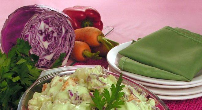 Guia da Cozinha - Salada de batata com maionese de salsa: deliciosa e fácil
