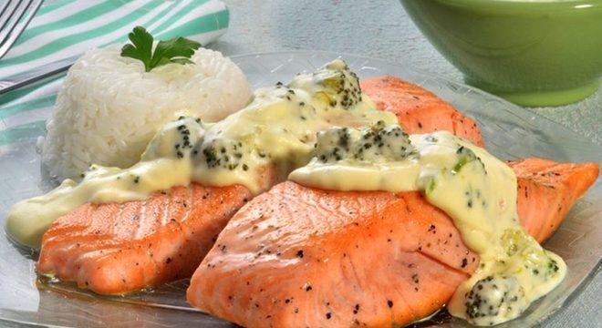 Guia da Cozinha - Salmão ao creme de brócolis: pronto em 45 minutos