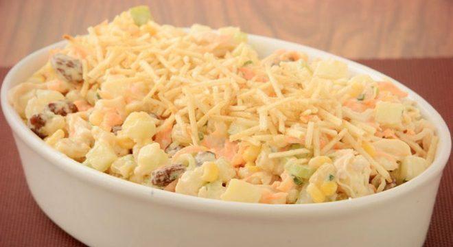 Guia da Cozinha - Salpicão defumado agridoce para um acompanhamento rápido e cheio de sabor
