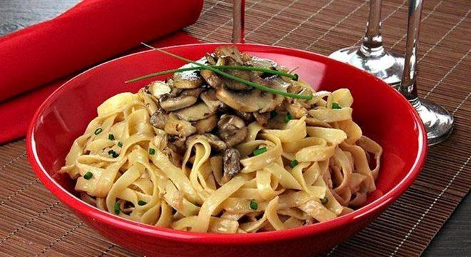 Guia da Cozinha - Segunda Sem Carne com fettuccine com cogumelos