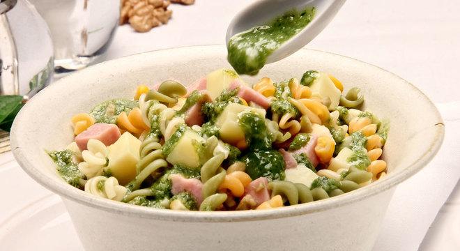 Guia da Cozinha - Sete saladas de macarrão para uma refeição prática e leve