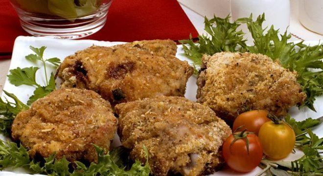 Guia da Cozinha - Sobrecoxa de frango crocante: opção clássica para todas as refeições
