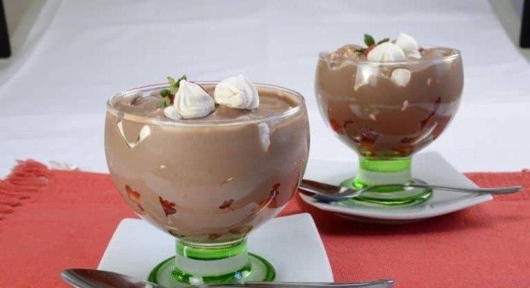 Guia da Cozinha - Sobremesa de morango e chocolate para experimentar ainda hoje