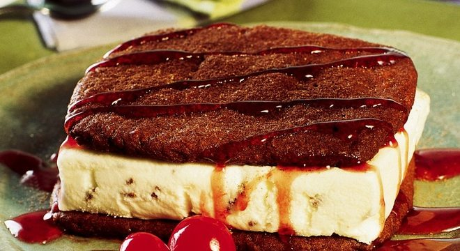 Guia da Cozinha - Sobremesas com sorvete para aproveitar os dias quentes