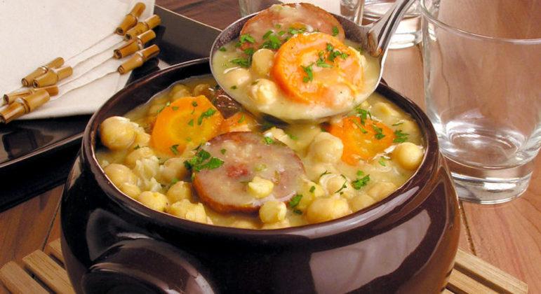 Guia da Cozinha - Sopa de grão-de-bico colorida para aquecer os dias frios