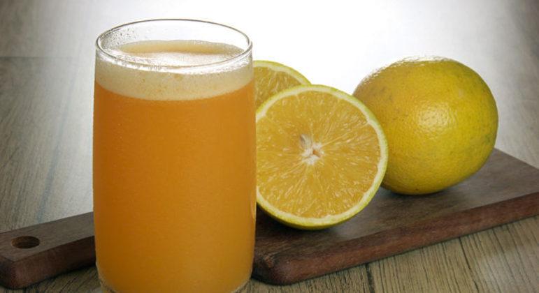 Guia da Cozinha - Suco energético de chá verde e laranja