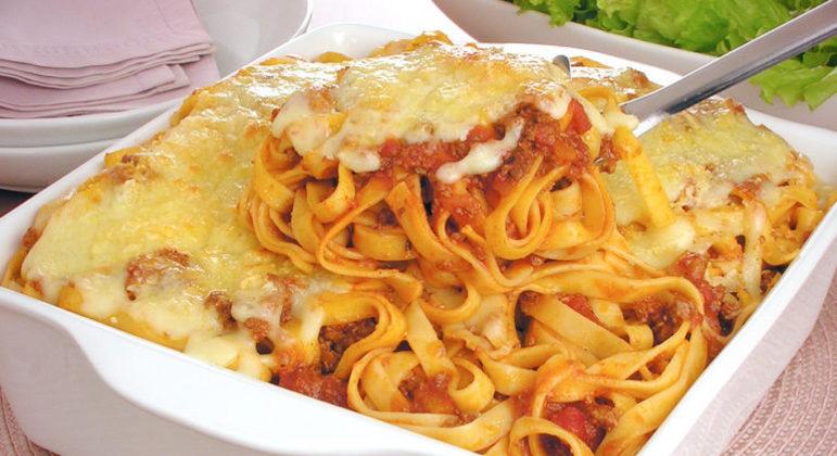 Guia da Cozinha - Talharim gratinado para um almoço prático e saboroso