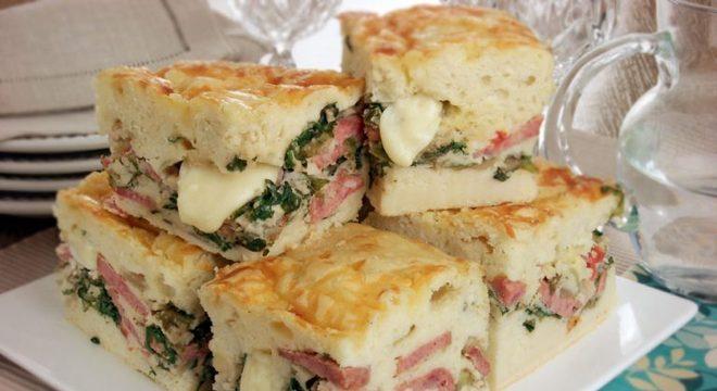Guia da Cozinha - Torta de calabresa com escarola e queijo