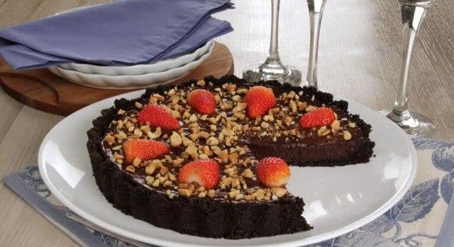 Guia da Cozinha - Torta de chocolate e morango sem forno