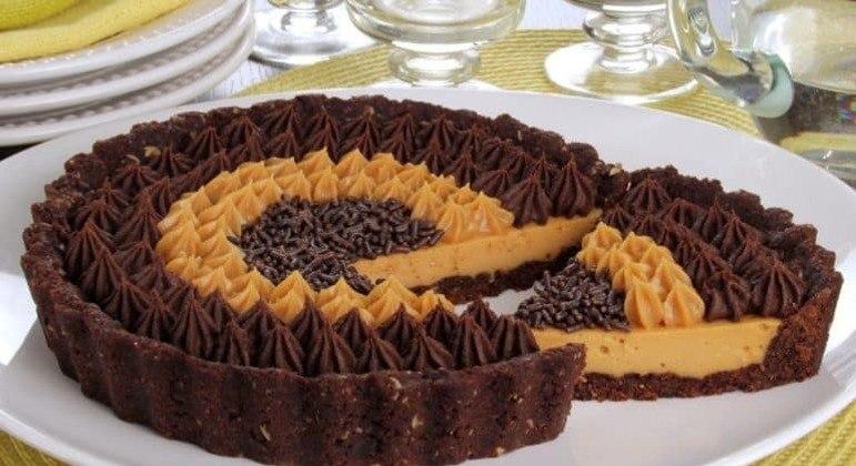 Guia da Cozinha - Torta de doce de leite, chocolate e licor de cacau