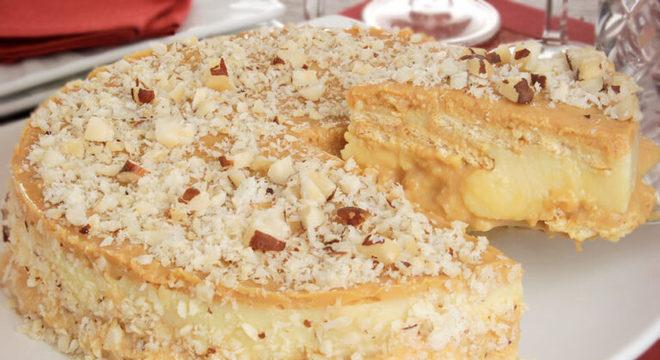 Guia da Cozinha - Torta de doce de leite com castanha-do-Pará crocante
