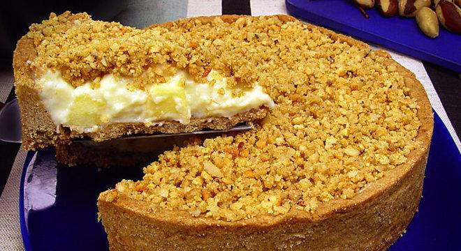 Guia da Cozinha - Torta de maçã com castanha-do-pará e creme de leite condensado