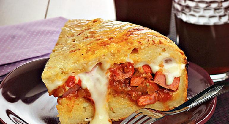 Guia da Cozinha - Torta de pão de queijo com salsicha