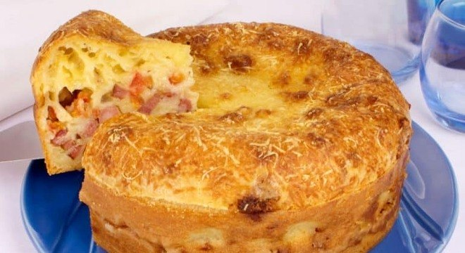Guia da Cozinha - Torta-pão de queijo para dividir com a família