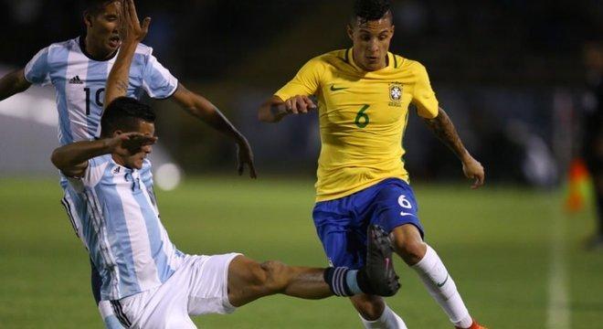 Tite é capaz de tirar o melhor de Guilherme Arana. O jogador terá chance