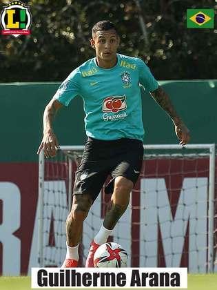 Guilherme Arana - 6,5 - Também subiu muito ao ataque, cruzou bolas com perigo e quase fez um golaço de fora da área.