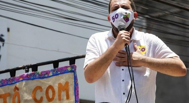 Boulos fez caminhada com militantes pela comunidade de Heliópolis