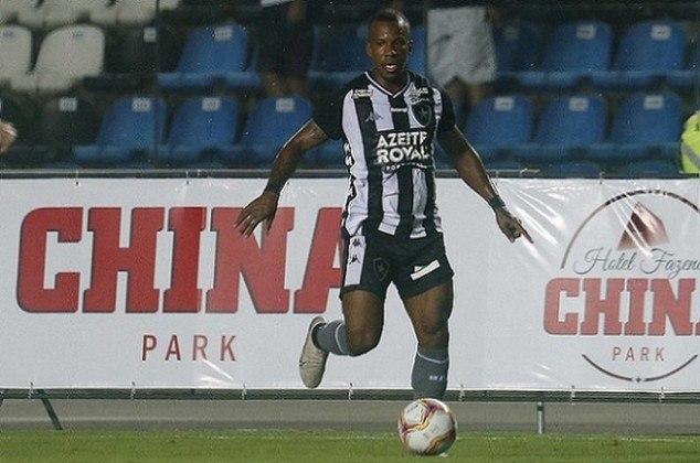 Guilherme é vinculado ao Tombense e tem contrato por empréstimo com o Botafogo até o fim do ano. O jogador pode perder espaço no elenco com a possível chegada de Victor Luis.