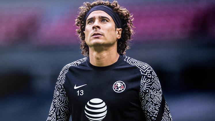 Guilhermo Ochoa - Clube: America - Seleção: México - Posição: Goleiro - Idade: 35 anos - Valor segundo o Transfermarkt: 1,8 milhões de euros (aproximadamente R$ 10,88 milhões)