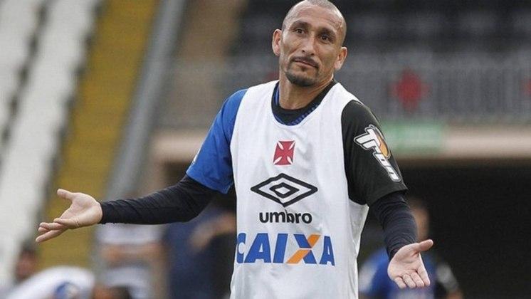 Guiñazu - Conhecido pela raça, o volante argentino teve passagens marcantes no Internacional e Vasco. No Colorado, foram mais de 200 jogos, sendo campeão da Libertadores de 2010, tetra gaúcho e campeão da Sul-Americana de 2008. No Vasco, foi bicampeão carioca em 2015 e 2016