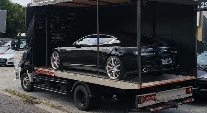 Tesla embarca para visitar possível comprador em São Paulo: iniciativa da Direct Imports