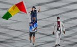 A bandeira de Guiné foi levada para a cerimônia de abertura dos Jogos Olímpicos por um voluntário, já que nenhum atleta esteve para representar o país