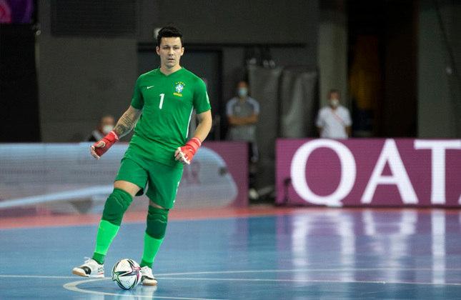 Guitta (Goleiro) - Campeão mundial com o Brasil em 2012, o goleiro de 34 anos também esteve na Copa de 2016, quando a Seleção caiu nas oitavas para o Irã. Ele é o melhor goleiro do mundo e atua no Sporting (POR).