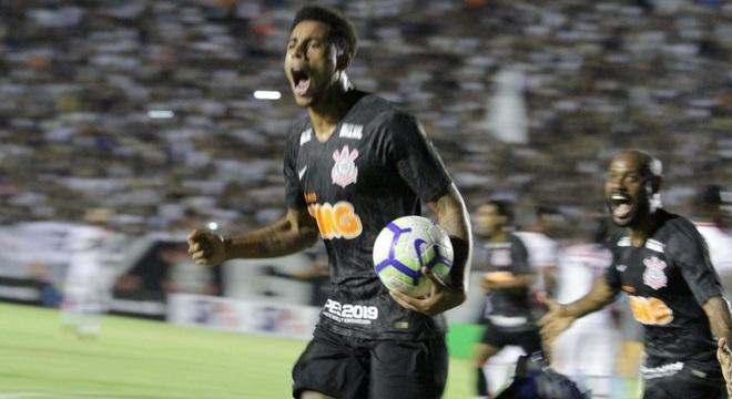 O atacante Gustagol fez os dois gols do Corinthians na partida