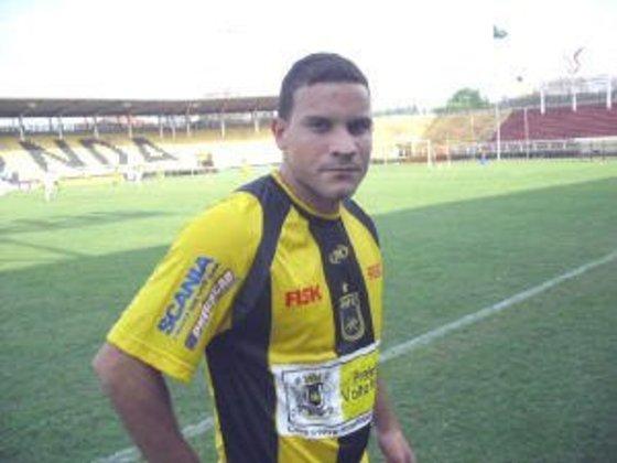 Gustavo Correia - estreou em 2004 - 8 jogos e 0 gols pelo Vasco - Atualmente sem clube, mas em 2018/2019 defendeu o Al Wast, de Omã.