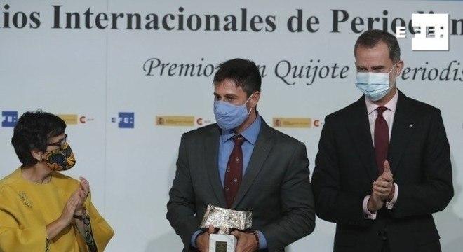 O jornalista Gustavo Costa recebeu o prêmio importante do jornalismo, pelo documentário do Câmera Record