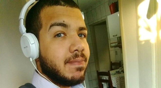 Gustavo Dias, de 19 anos, tem enfrentado dificuldades e analisa que culpa é da falta de experiência e da enxurrada de candidatos com esse requisito