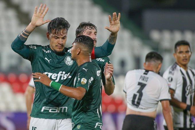 Gustavo Gómez marcou contra o Libertad. Seu ex-clube. Não comemorou