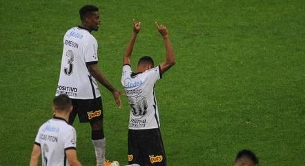 Rodrigo Varanda comemora o gol de empate