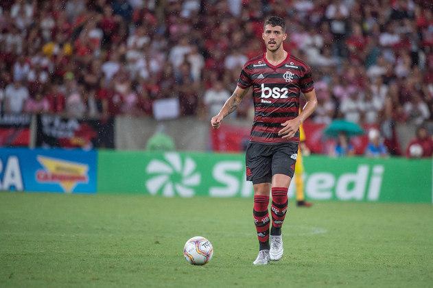 Gustavo Henrique - O zagueiro, revelado pelo Santos, vinha se destacando pelo Peixe e decidiu não aceitar a proposta de renovação do clube. O vínculo dele com o Santos terminou e ele assinou com o Flamengo para a temporada de 2020.